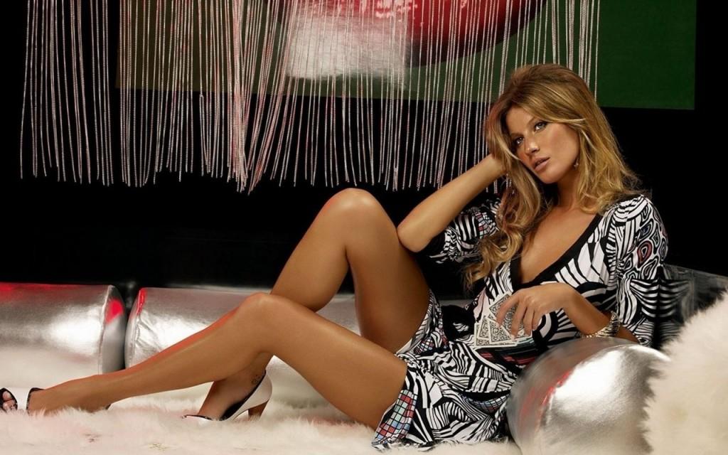 Под юбками у телеведущих и звезд онлайн, женщина на столе видео