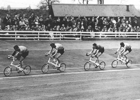 Соревнования на первых велосипедах The Pylon