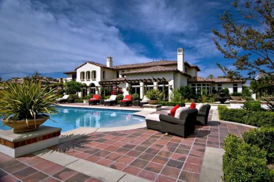 Джастин Бибер приобрел роскошный особняк в Калабасасе, пригороде Лос-Анжелеса, за 6,5 миллионов долларов
