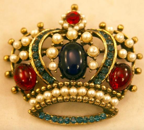 По-королевски элегантно, или Следуя новым трендам: броши