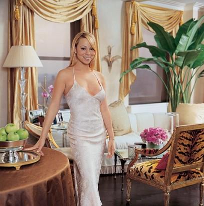Мэрайи Кэри в своей гостиной