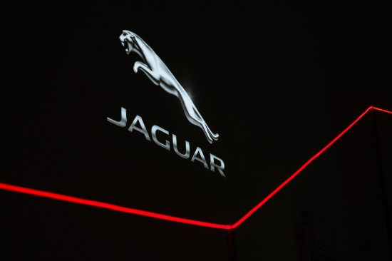 Jaguar представляет инновационную световую инсталляцию на Лондонской биеннале дизайна в Somerset House