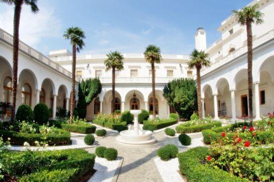 Лучшие примеры дворцовой архитектуры Крыма в Ялте